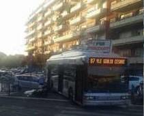 Colli Albani: la linea 87 si sfrena e colpisce scooter