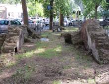 I sepolcri di piazza Galeria e l'acquedotto