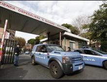 Ospedale San Giovanni, panico per un uomo armato