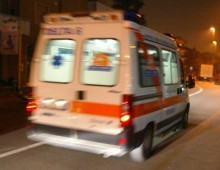 Via delle Cave, scontro tra moto e un autoarticolato: grave 22enne
