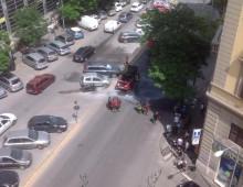 Auto brucia in via Taranto, panico e traffico in tilt – il video
