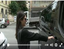 Virginia Raggi con l' Orchestraccia in giro per l' Appio Latino – video