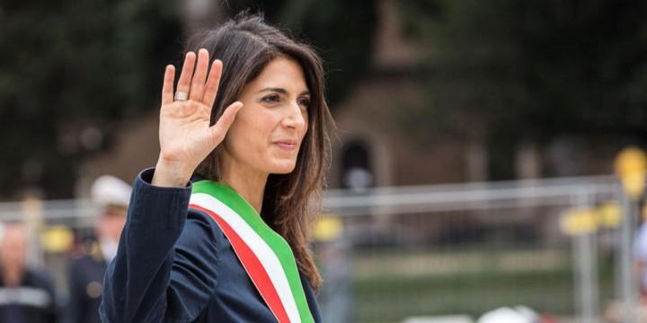23/06/2016 Roma, il sindaco di Roma Virginia Raggi depone una corona al Milite Ignoto