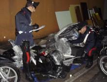 Via Etruria: rubava scooter caricandoli sul furgone