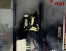 Via Appia Nuova: incendio in un negozio di articoli sportivi