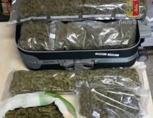 via Appia Nuova: arrestati con 2 Kg di marijuana in auto