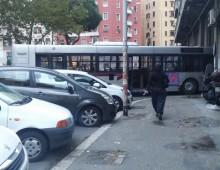 Piazza Ragusa: problemi per il bus Atac in deposito