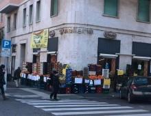 Via Aosta: la gioielleria La Teca lascia. Arriva l'ennesima frutteria