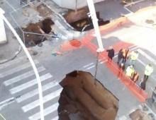 Via Fortifiocca: la voragine si allarga, traffico impazzito e rischio evacuazione