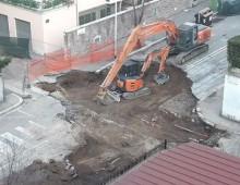 Voragine via Denina: la cavità riempita con 21 betoniere cariche di cemento e terra