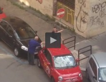Piazza Re Di Roma: Anziano costringe ragazzo a rimuovere auto da passaggio disabili