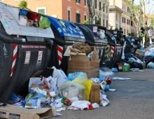 Emergenza rifiuti in tutta Roma