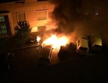 Via Manlio Torquato: bruciano nella notte auto e scooter