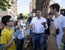 Le magliette gialle e Matteo Renzi alla stazione Tuscolana