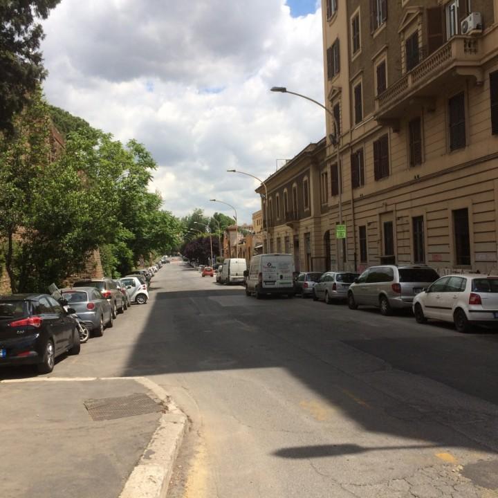 Viale Castrense vuota
