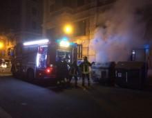 Via Carlo Felice: momenti di panico per cassonetto a fuoco