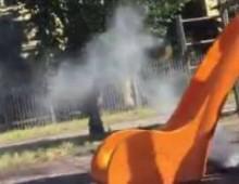"""Giardini Carlo Felice: dà fuoco allo scivolo e si giustifica: """"Avevo freddo"""""""