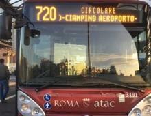 Arriva l'autobus dell' Atac per Ciampino