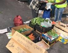 Mercato dell' Alberone, distribuzione gratis del cibo invenduto