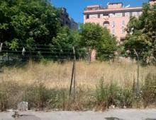 Via Urbino, lavori di pulizia per l'area verde