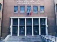 """Le scuole del quartiere: il liceo """"Russell"""" di via Tuscolana"""