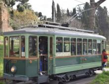 Roma sulle rotaie del tram storico