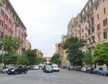 Via Taranto: anziana aggredita, malmenata e derubata in casa