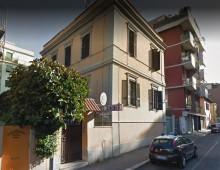 Via Mantellini: va in caserma e porta la droga in tasca, arrestato