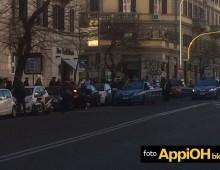 Appio, corre completamente nudo tra i passanti. Fermato in via Taranto