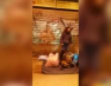 Il video dell'accoltellamento del poliziotto in via Appia Nuova