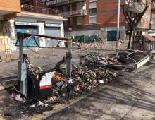 Cinecittà: bruciati decine di cassonetti