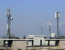 Piazza Asti: lavori per l'installazione di un antenna Iliad, proteste