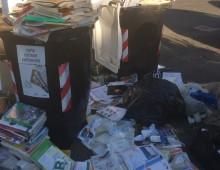 Colli Albani, centinaia di libri finiscono nei cassonetti