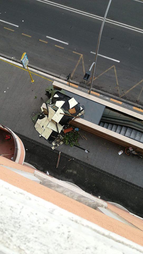 Un gazebo a via La Spezia