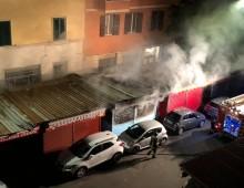 Mercato Alberone: scoppia incendio nella notte, due banchi in fumo