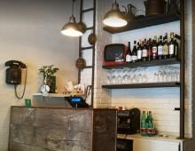 Via Tuscolana: La prima casa dell' Hot  Dog di Roma