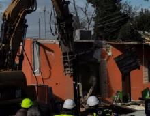 Quadraro:  abbattuta l'ultima villetta dei Casamonica: riaperta la strada