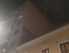 """Cartelloni pubblicitari su edifici: lo """"strano"""" caso di via Monza"""