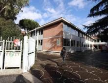 Appio, incendio nella scuola Milanesi: tre persone intossicate