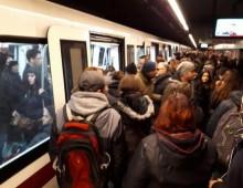 Muore per malore nella metro, Linea A interrotta da San Giovanni a Ottaviano