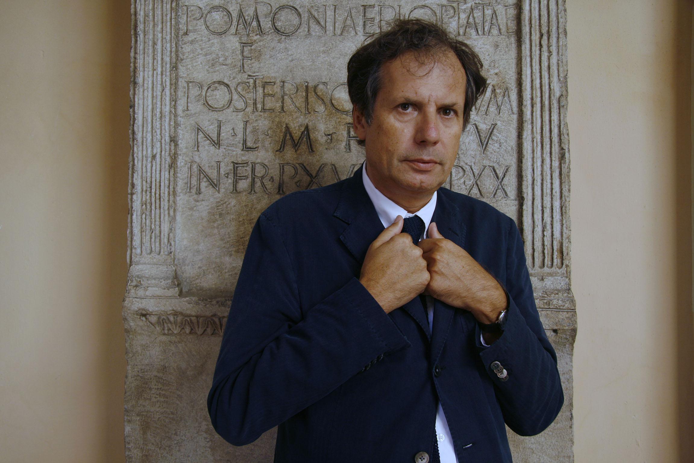 Ferraris Maurizio, filosofo, mani, scritta, lapide © 2010 Giliola CHISTE