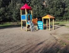 I giochi vandalizzati del parco della Caffarella e la lettera aperta di un papà