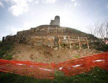 Appia Antica, cede la collina con il tumulo dei Curiazi.
