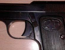 Via Vercelli, a spasso con la pistola dalla matricola abrasa