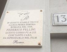 Fellini e via Albalonga, ora una targa ne onora lo stretto rapporto