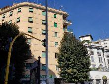 Via Appia Nuova, rapinano auto presso piazza Cantù