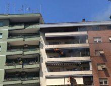 Viale Furio Camillo: prima un boato poi l'incendio in un appartamento