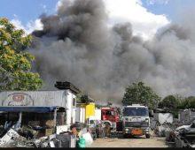 Via Appia Nuova: incendio in un magazzino, colonna di fumo visibile in tutta la zona