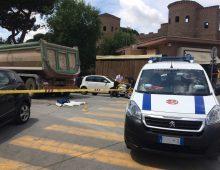 Piazzale Appio, travolta e uccisa dal camion del cantiere metro