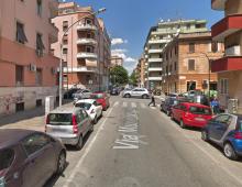 Via Muzio Scevola: auto esce di strada e investe due anziani